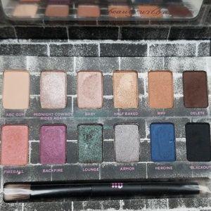 Uran Decay Noctutnal Shadow Box Eyeshadow